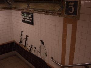 Diciembre fue tan frío que creí ver animales de los Polos bien ataviados, con abrigos largos negros, resguardándose en el gigantesco laberinto del metro